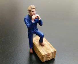 AT Collections, Farmer on a break eating sandwich standing, figuren, 1:32